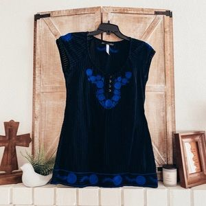✨FREE PEOPLE Black & Blue Floral Embroidered Tunic